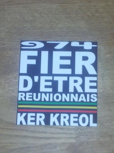 Sticker Ecriture Fier d'etre Réunionnais avec fond Taille S