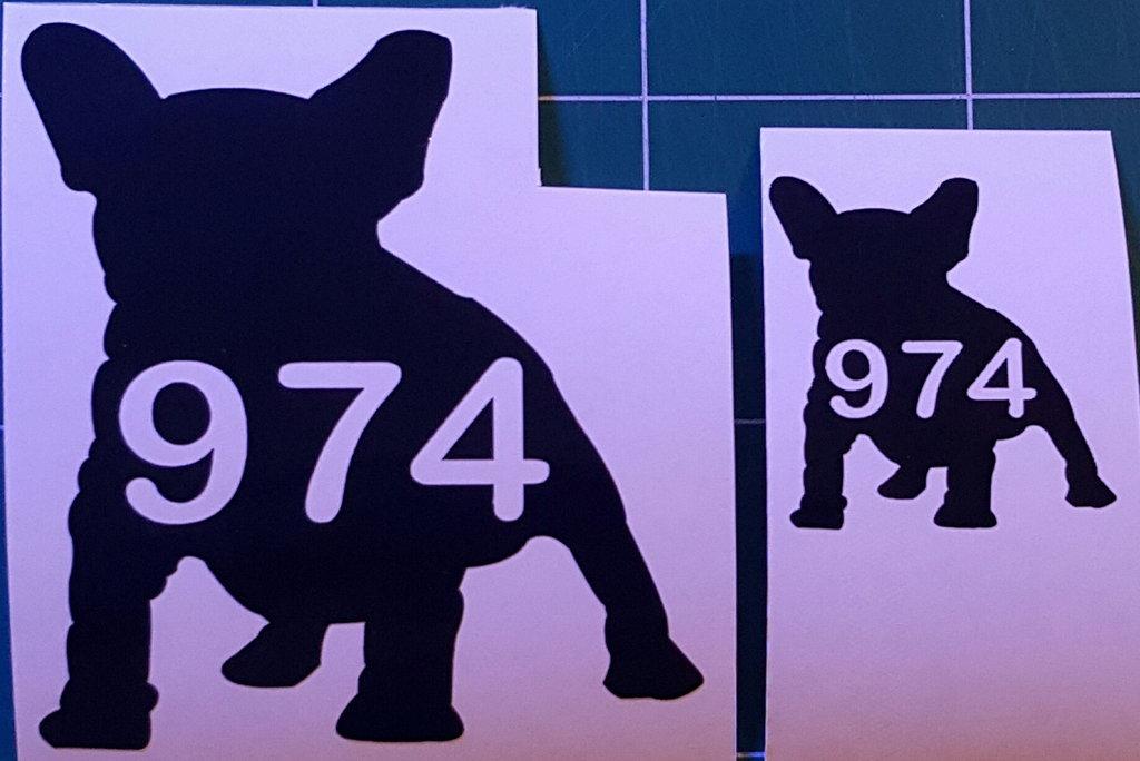 Sticker bouledogue français 974- Dim 5 x 5.5cm