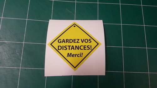 Sticker Gardez vos distances - 108 x 108 mm
